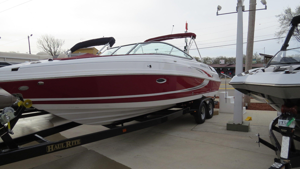 New Rinker Captiva 276 BR Runabout Boat For Sale