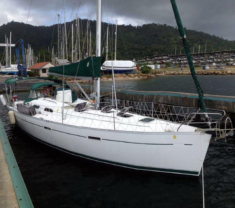 2002 Used Beneteau 393 Cruiser Sailboat For Sale