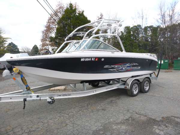 Used Nautique Crossover Nautique 226 Ski and Wakeboard Boat For Sale