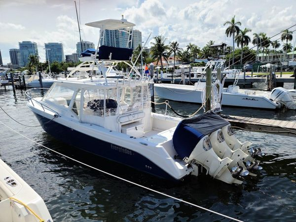 Used Everglades 350LX Power Cruiser Boat For Sale