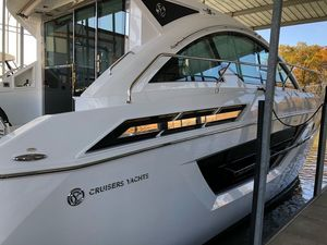 New Cruisers Yachts 50 Cantius Motor Yacht For Sale
