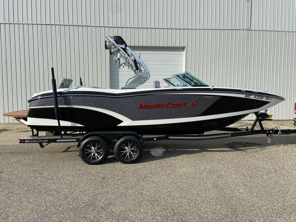 Used Mastercraft X23 Ski and Wakeboard Boat For Sale