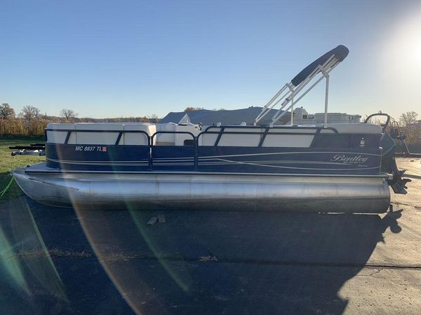 Used Bentley Pontoons 220 Cruise RE Pontoon Boat For Sale