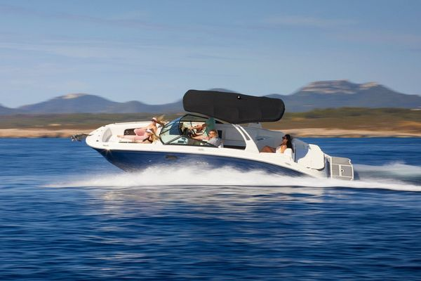 New Sea Ray 270 SDX Express Cruiser Boat For Sale