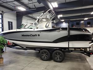 New Mastercraft X24 Ski and Wakeboard Boat For Sale