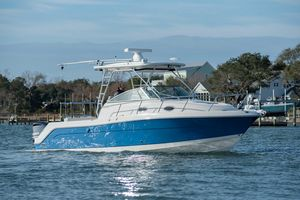 Used Robalo R305 Walkaround Saltwater Fishing Boat For Sale