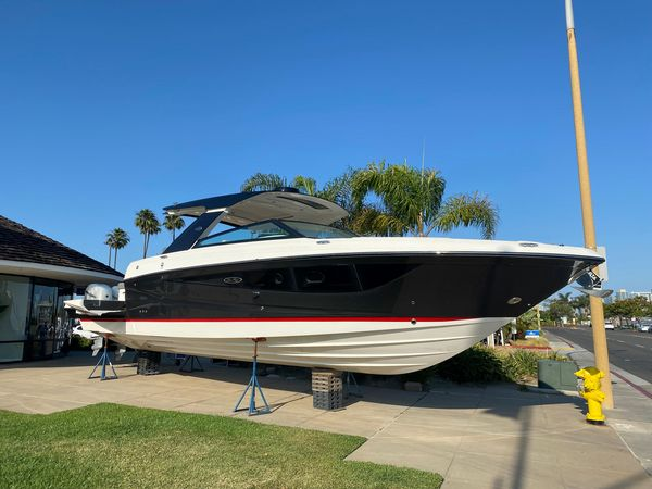New Sea Ray SLX 400 OB Runabout Boat For Sale