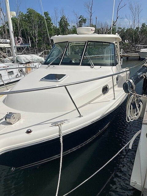 Used Pursuit Offshore 315 Walkaround Fishing Boat For Sale
