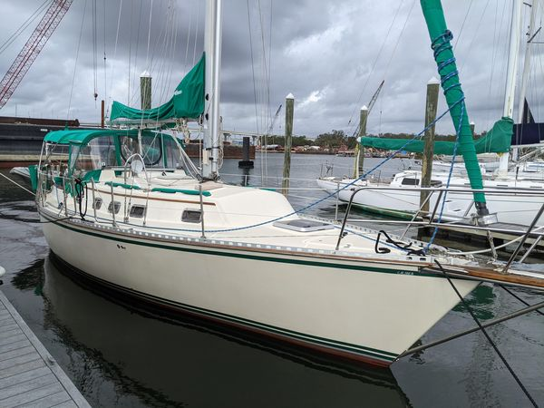 Used Caliber 33 Cruiser Sailboat For Sale