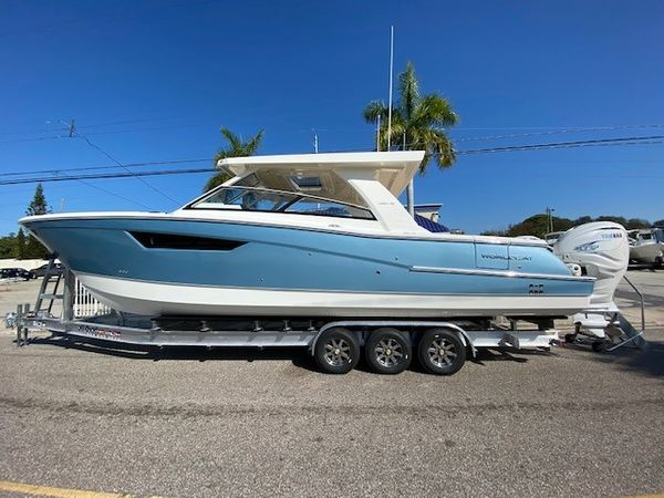 New World Cat 400 DC Dual Console Boat For Sale
