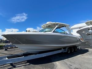 New Boston Whaler 320 Vantage Dual Console Boat For Sale