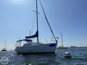 Used Beneteau First 285 Wing Keel Racer and Cruiser Sailboat For Sale