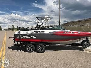 Used Supreme S21 Surf Series Ski and Wakeboard Boat For Sale