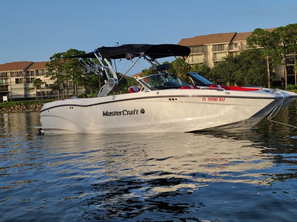 Used Mastercraft X24 Ski and Wakeboard Boat For Sale