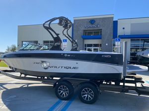 Used Nautique 216 V TEAM EDITION Ski and Wakeboard Boat For Sale