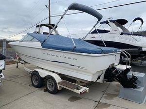 Used Bayliner 2150 Classic Bowrider Boat For Sale