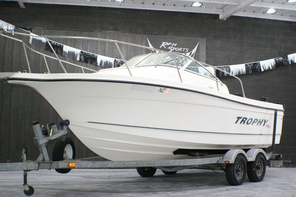 Used Trophy WA 2102 Walkaround Fishing Boat For Sale