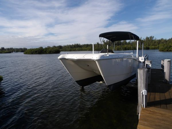 Used World Cat Leisure Cat Cruiser Boat For Sale
