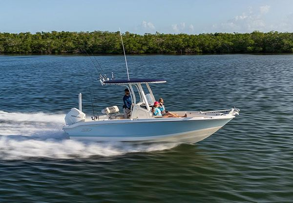 New Boston Whaler 220 Dauntless Center Console Fishing Boat For Sale