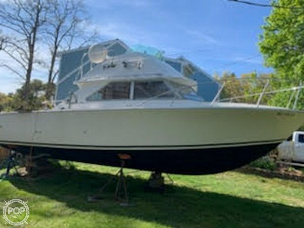 Used Bertram 28 Sedan Cruiser/Flybridge Sports Fishing Boat For Sale
