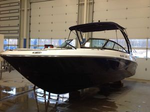 New Monterey M-22 Express Cruiser Boat For Sale