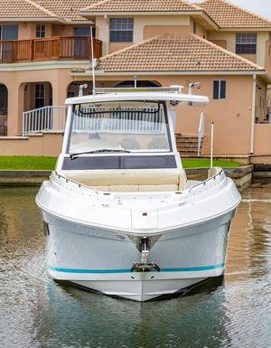 Used Regal 33 SAV Bowrider Boat For Sale