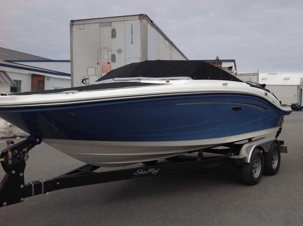 New Sea Ray spx Express Cruiser Boat For Sale