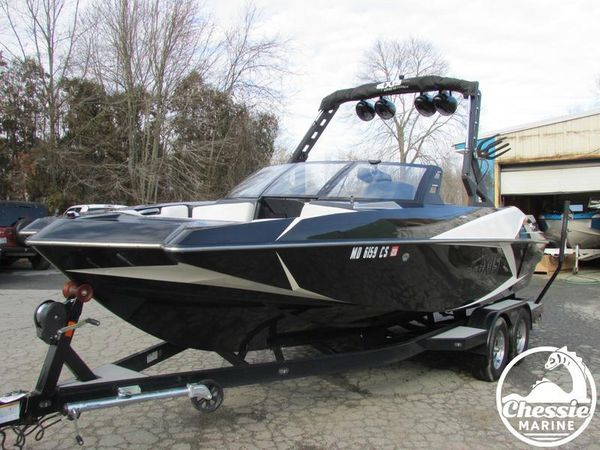 Used Axis Core Series A22 Ski and Wakeboard Boat For Sale