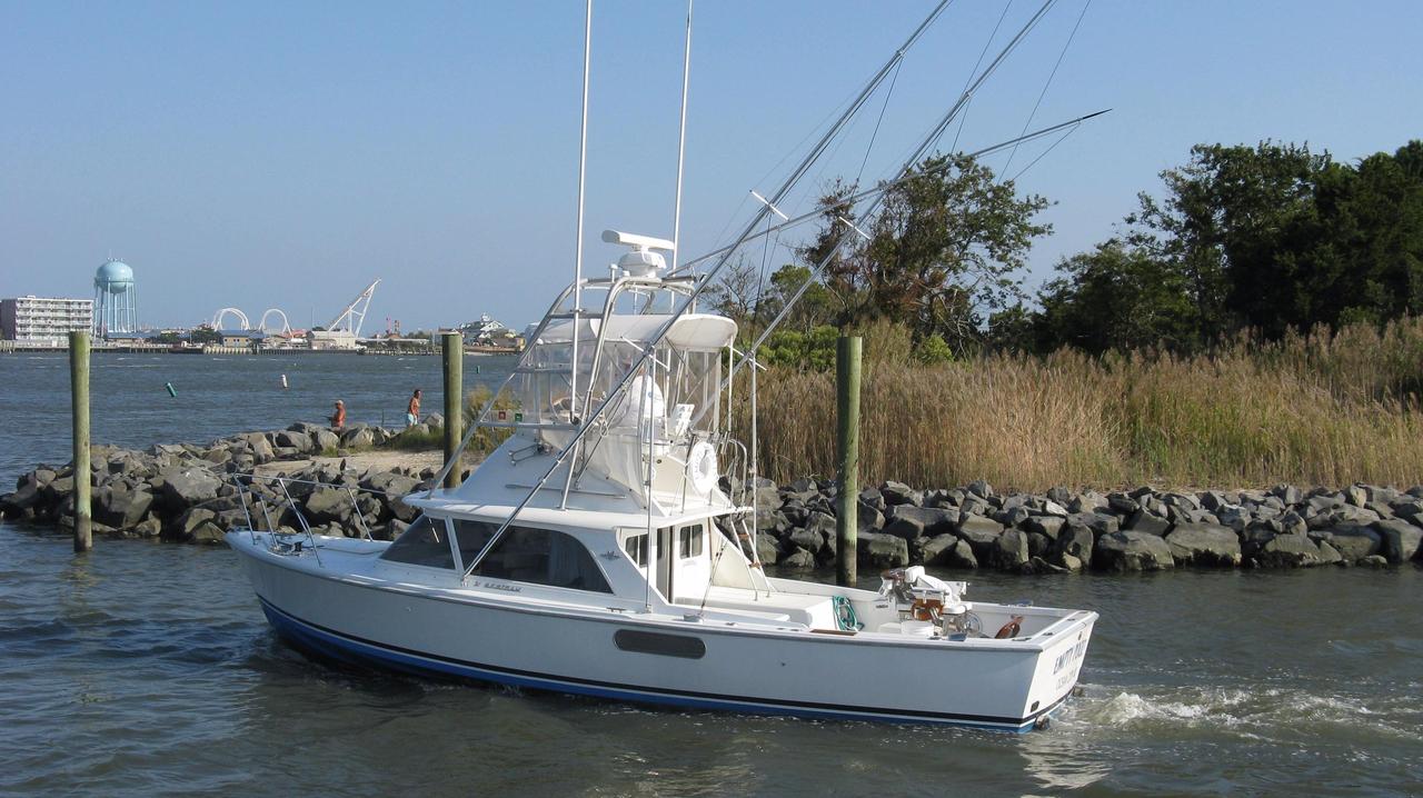 1976 used bertram 31 flybridge cruiser saltwater fishing for Ocean fishing boats for sale