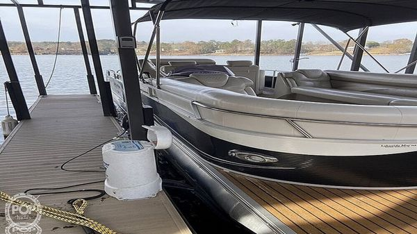 Used Manitou SHP 27 Legacy Pontoon Boat For Sale