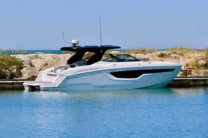 New Cruisers Yachts 38GLS Motor Yacht For Sale
