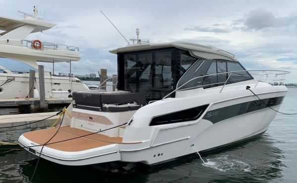 Used Bavaria 40S Coupe Express Cruiser Boat For Sale