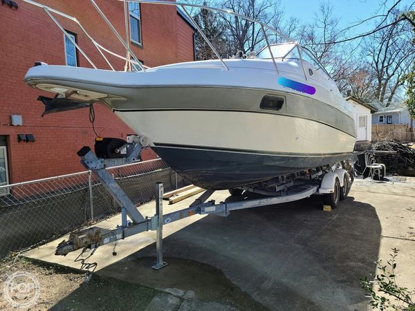 Used Maxum 2400 SCR Express Cruiser Boat For Sale