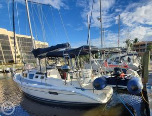 Used Hunter 326 Racer and Cruiser Sailboat For Sale