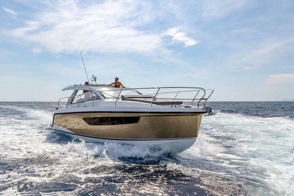 New Sealine S330v Motor Yacht For Sale
