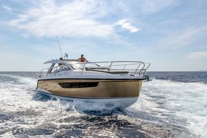 New Sealine S330v Motor Yacht For Sale