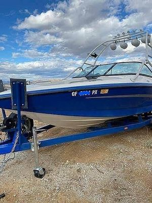 Used Centurion Escalade Ski and Wakeboard Boat For Sale