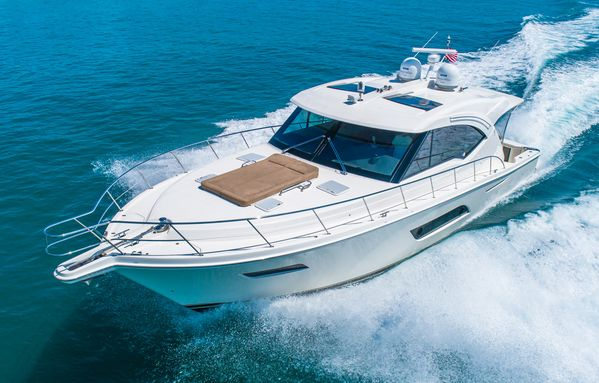 Used Riviera 575 SUV Motor Yacht For Sale