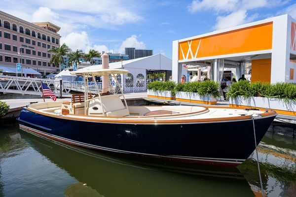Used Hinckley T29 with T-Top Motor Yacht For Sale