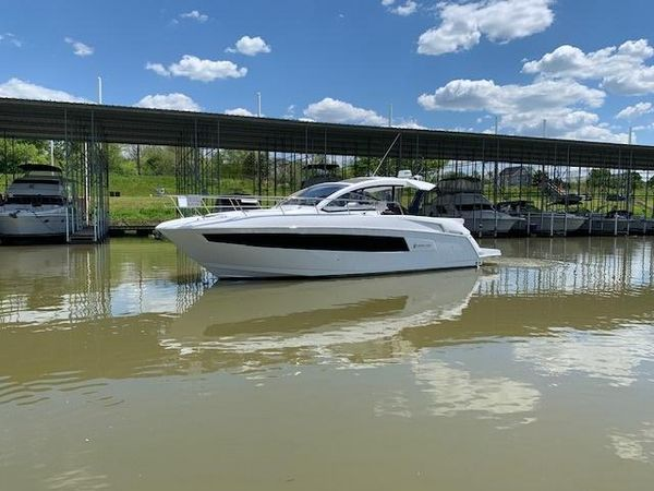 New Cruisers Yachts 390 Express Coupe Motor Yacht For Sale
