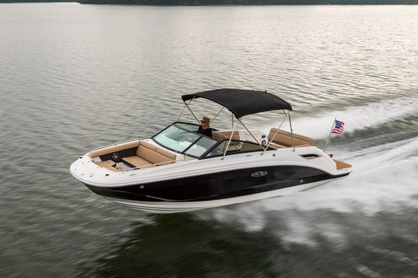 New Sea Ray 250 SDX Express Cruiser Boat For Sale