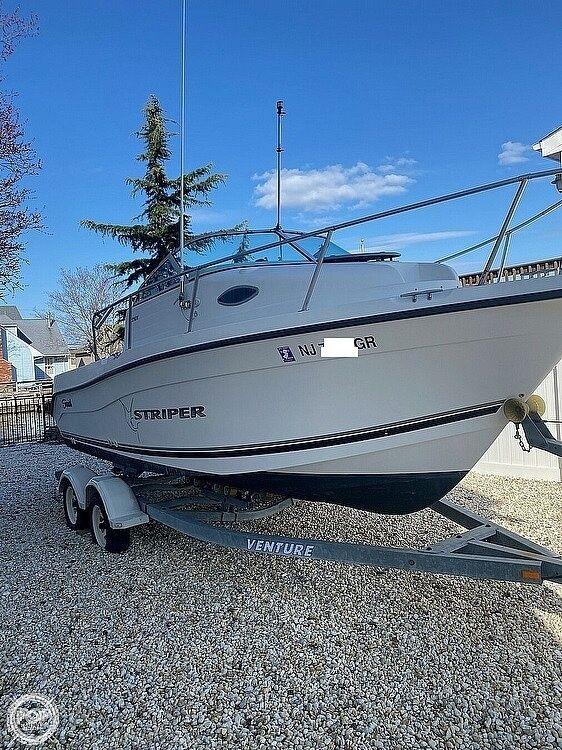 Used Seaswirl Striper 2101 Walkaround Fishing Boat For Sale