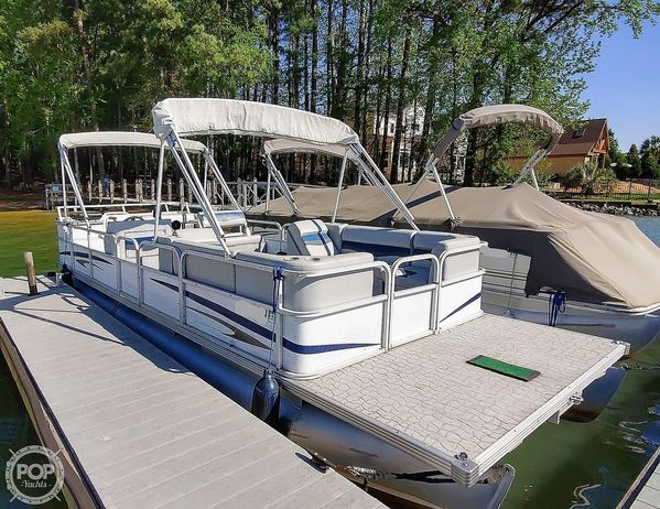 Used Crest 25 Pontoon Boat For Sale