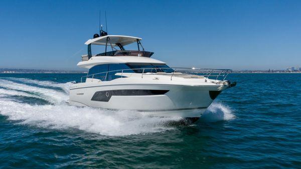 Used Prestige 520 FLY w/Seakeeper Motor Yacht For Sale