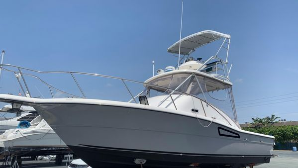 Used Pursuit 3000 Offshore Motor Yacht For Sale