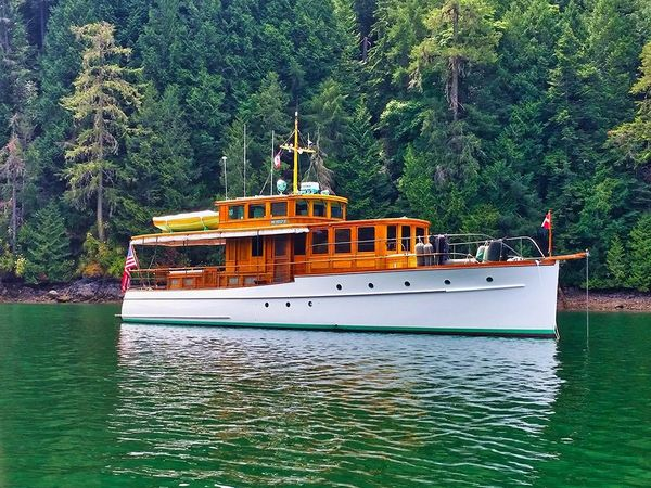 Used Hacker Craft Bridge Deck Antique and Classic Boat For Sale