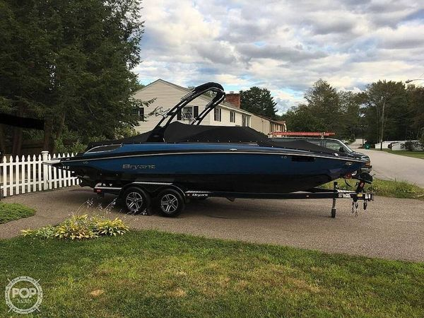 Used Bryant 233X Surf Series Ski and Wakeboard Boat For Sale