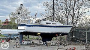 Used Aloha Yachts 8.2 Racer and Cruiser Sailboat For Sale