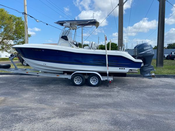 Used Hydra-Sports 2400 CC Center Console Fishing Boat For Sale