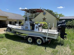 Used Explorer 210 Tunnel Vee Bay Boat For Sale